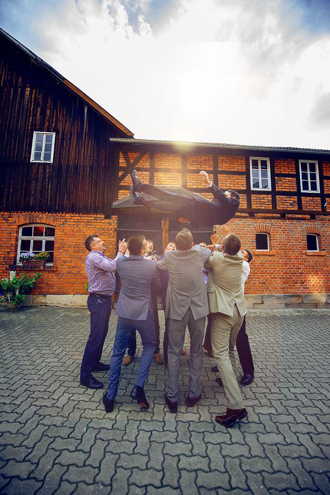 Actionfotos-fuer-ihre-hochzeit-kreative-hochzeitsfotos-tipps-fotomotive-hochzeit-max-hoerath-fotograf-nürnberg-münchen-stuttgart-köln-berlin-hamburg