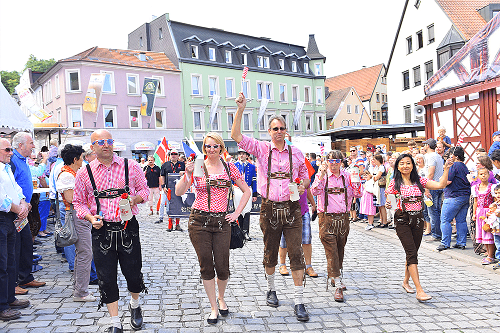 Kulmbacher-Bierwoche-Bierfest-Fanumzug-eku-kapuziner-mönchshof-fanclub-internationale-gäste-usa-amerika-franken-kulmbach