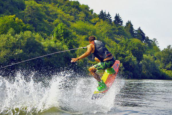 bootsverleih-wuerzburg-aigs-max-heorath-design-bootfahren-sportboot-marina-hafen-action-spaß-ausflug-trourismus-sport-segeln