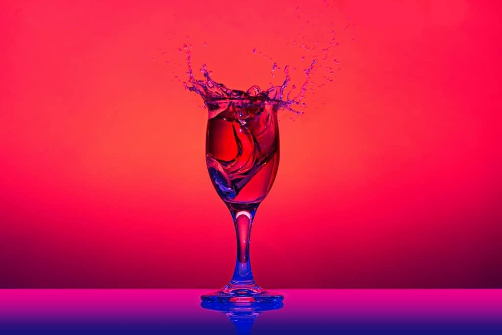Splash-produktfotografie-wein-glas-fotokurs-wasser-tropfen-highspeed-hss-fs-nikon-canon-fotoworkshop