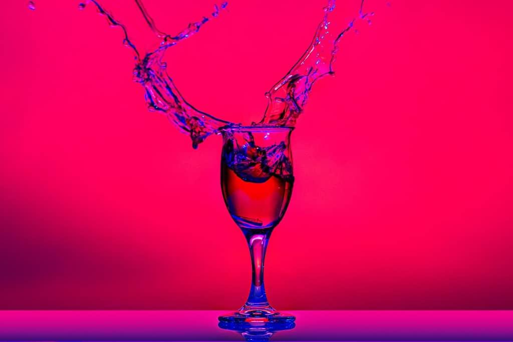 Splash-produktfotografie-wein-glas-fotokurs-wasser-tropfen-highspeed-hss-fs-nikon-canon-fotoworkshop-kulmbach-bayreuth-bamberg-coburg-kronach-erlangen