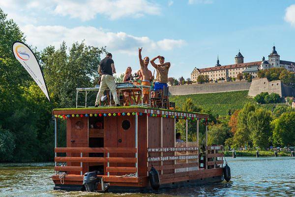 Aigs-bootsverleih-hausboot-ferienspaß-würzburg-chillen-spaß-einfach-werbefotografie-werbefotografie-frankfort-max-hoerath-design-bootsverleih