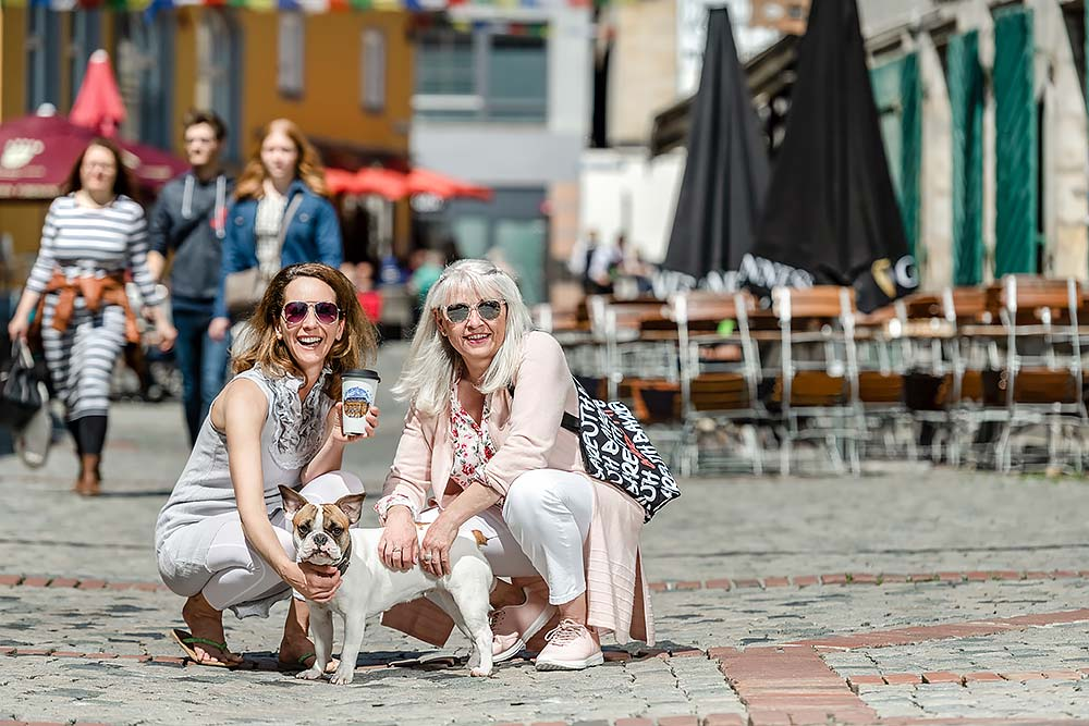 Shopping und Tourismus festgehalten in aussagekräftigen Imagebildern