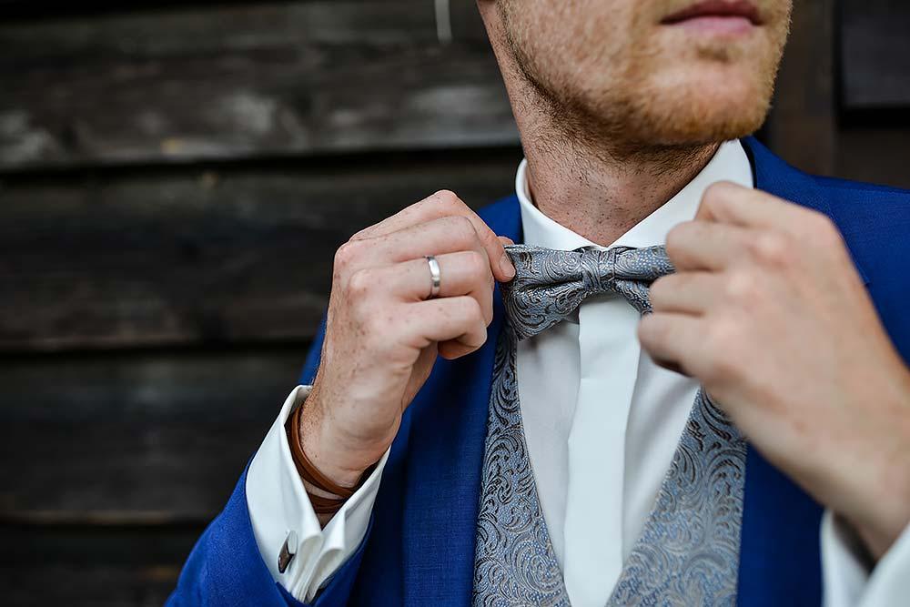 Hochzeitsfotograf-Fotograf-Hochzeitsfeier-Locaiton-Festung-Kronach-Bastion-Marie-Hochzeitsfotos-Fotoshooting-Brautpaar-max-hoerath-fliege-braeutigam