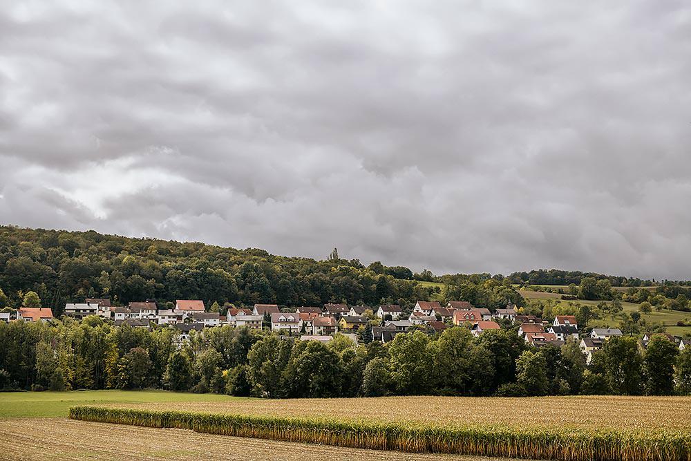 Hochzeitsreportage Blick auf Tauberrettersheim